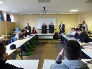 M. Mathieu remercie les élèves pour leur implication