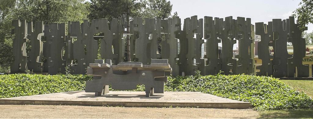 Monument_a_la_resistance_et_a_la_deportation_Macon1